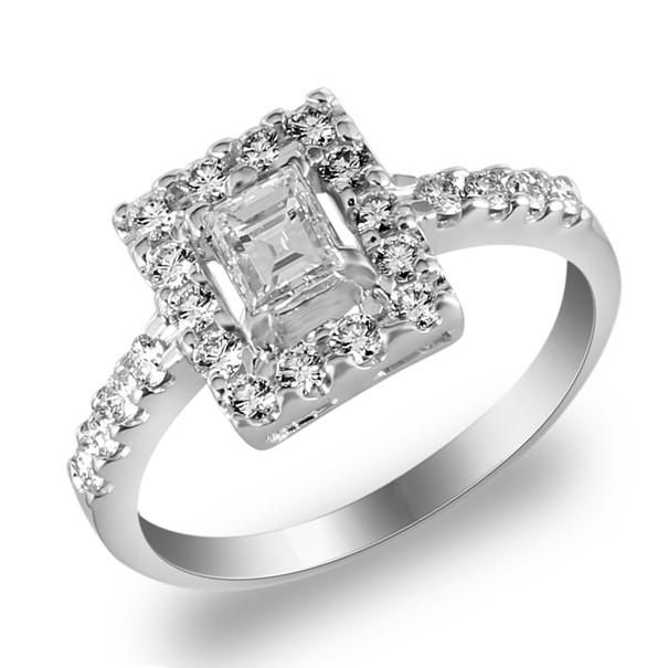 แหวนชูเพชรล้อมเป็นรูปสี่เหลี่ยม