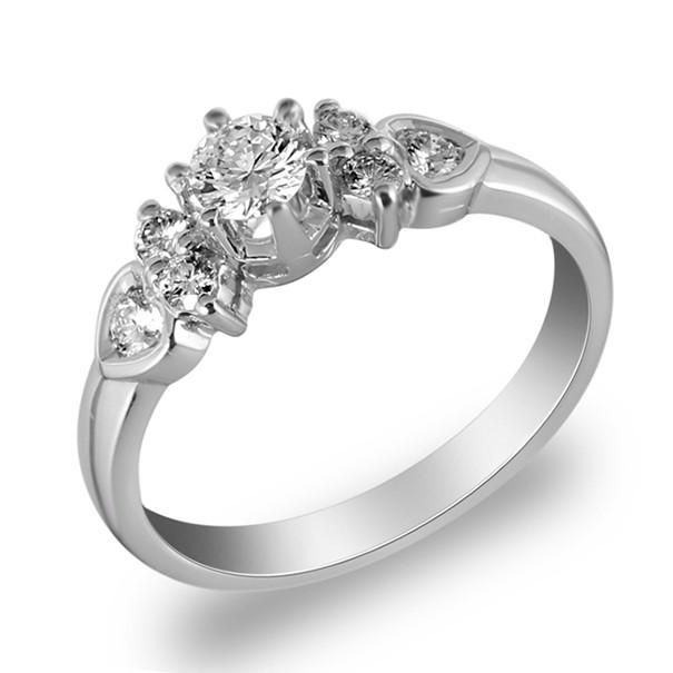 แหวนเพชรชูหนามเตย 7 เม็ด